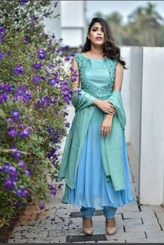 How To Choose Jewelry Indian Gowns Dresses, Anarkali Dress, Indian Attire, Indian Designer Wear, How To Look Classy, Churidar, Salwar Kameez, Party Wear, Blouse Designs