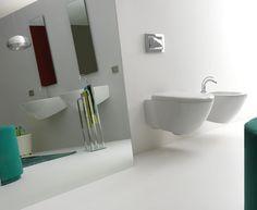 Sanitární keramika AQUATECH od italského výrobce KERASAN.  Sérii AQUATECH vévodí masivní umyvadlo s jedinečným designem. Designové jsou i závěsné WC a bidet, ale to není jediná přednost této série. Hlavní předností je úspornost. Na spláchnutí WC mísy Vám stačí pouhé 4,5 litry vody.
