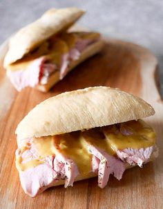 Broodje warme beenham met honing- mosterdsaus hot ham sandwich with honey mustard sauce, Easy Healthy Recipes, Healthy Snacks, Snack Recipes, Easy Meals, Hot Ham Sandwiches, Delicious Sandwiches, Bruchetta Recipe, Vegetarian Brunch, Lunch Catering