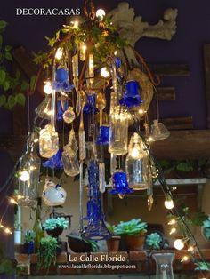 Árvore de Natal suspensa (em um lustre) feia com vidros de perfume vazios: ideias de natal custo zero