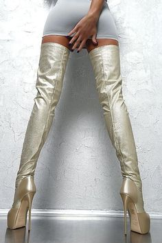 love her hand is :} thigh high crotch boots Thigh High Boots Heels, Stiletto Boots, Hot High Heels, Platform High Heels, Heeled Boots, Crotch Boots, Stretch Stiefel, How To Stretch Shoes, High Leather Boots