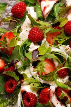 Red, white and green salad