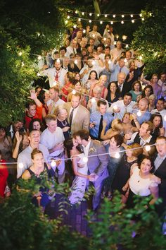 grab a pic with all your guests / photo leslie-hollingsworth.com