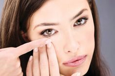 Puffy eyes are pretty common in times of stress and sleeplessness. You will feel a slight swelling around your eyes when you have puffy eyes. Here are some home remedies to cure puffy eyes. Circle Lenses, Light Sensitivity, Puffy Eyes, Natural Home Remedies, Dark Skin, Beauty Hacks, Beauty Tips, Real Beauty, Makeup Tips