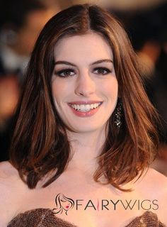 Anne Hathaway like wig. Wigsis offers the latest Exquisite Auburn Lace Front Shoulder Length Anne Hathaway wigs for her fans. Medium Length Hair With Layers, Medium Hair Cuts, Medium Hair Styles, Short Hair Styles, Medium Layered, Medium Brown, Anne Hathaway, Casual Hairstyles, Easy Hairstyles