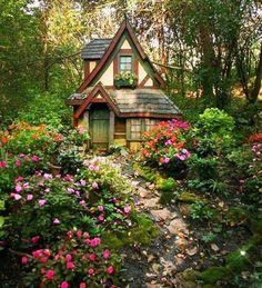 My country house and garden - Tiny Garden Cottage Forest Cottage, Witch Cottage, Cute Cottage, Cottage In The Woods, Garden Cottage, Cottage Homes, Cottage Style, Storybook Homes, Storybook Cottage