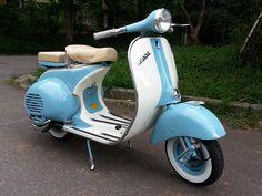 Vespa Azul e Branco | Lambretta D'Época