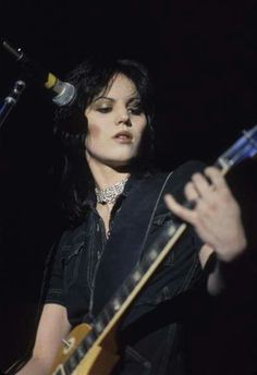 Joan Jett with the Runaways! Music Sing, Good Music, Amazing Music, Rock N Roll Music, Rock And Roll, Fat Friend, Cherie Currie, Women Of Rock, Guitar Girl