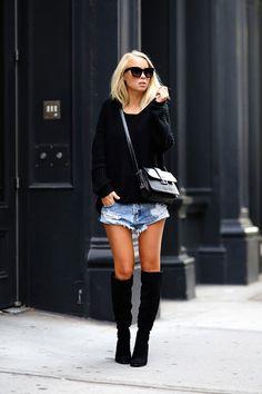 Tricot + shorts jeans + bota over the knee é garantia de look rapidinho e estiloso!