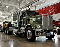Movin On Kenworth Heavy Duty Trucks, Big Rig Trucks, Heavy Truck, Semi Trucks, Cool Trucks, Cool Cars, Antique Trucks, Vintage Trucks, Truck Transport