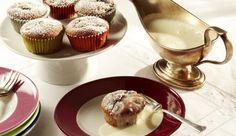 Backe die Spezialität aus Baden: Mini-Kirschenplotzer mit weißer Schokoladensauce, wahlweise mit Schattenmorellen oder frischen Kirschen.