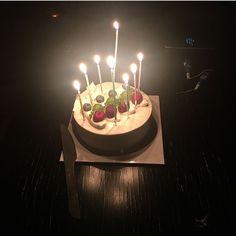 First Birthday Themes, Birthday Photos, Birthday Bash, First Birthdays, Birthday Ideas, 21st Birthday Centerpieces, Birthday Candles, Chocolate Cream Cake, Birthday Chocolates