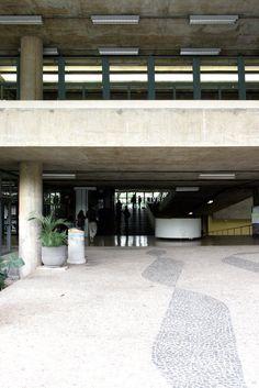 Clásicos de Arquitectura: Facultad de Arquitectura y Urbanismo, Universidad de Sao Paulo (FAU-USP) / João Vilanova Artigas y Carlos Cascaldi,© OWAR Arquitectos