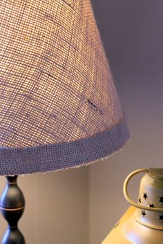 DIY: burlap covered lamp shade <--clever, like the warmth it exudes. Burlap Projects, Burlap Crafts, Diy Projects, Do It Yourself Furniture, Do It Yourself Home, Deco Dyi, Home Crafts, Diy Home Decor, Burlap Lampshade