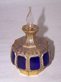 Un buen perfume en botella de cristal del siglo XIX, el arte Moser