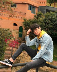 Male Models Poses, Male Poses, Guy Models, Portrait Photography Men, Photography Poses For Men, Mens Photoshoot Poses, Cute Teenage Boys, Crazy Outfits, Boy Poses
