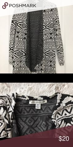 Black & White Tribal Print Waterfall Cardigan Barely worn tribal print waterfall cardigan American Eagle Outfitters Sweaters Cardigans