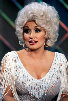 Beautiful Picture of Dolly Parton. Dolly Parton Music, Dolly Parton Costume, Dolly Parton Pictures, It's All Happening, Star Wars, Music Photo, Hello Dolly, American Singers, Role Models