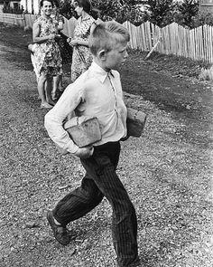 @VanGogh.i  #этобылодавноэтобылонедавно#советскийсоюз #вспомникаквсеначиналось #вспомни  #Cccpgram #USSR #СССР #ПриветИзПрошлого  #retro #photo #советы #прошлое #изпрошлого #старое #Rus #Russia #cccpgram #Instagram#игрушки #чбфото #чб #чб📷 #чб⚫⚪ #чб_фото #чернобелоефото#наши#детки#захлебом #хлеб #🍞