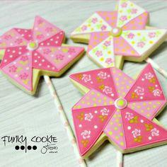 Pretty Pinwheels cookies from Funky cookie Studio