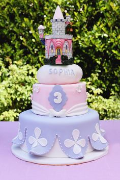 Sophia actually came up with the design for her cake herself, and Rafi's Pastry and Cakes made it a reality.  Source: Melody Melikian Photography