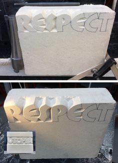 Begonnen met kapwer op de keerzijde van de steen 'Utopia' Witte natuursteen, eigen ontwerp.