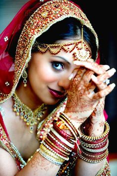 Indian Bride: I can't get over how gorgeous this image is. Indian Wedding Couple Photography, Indian Wedding Bride, Wedding Couple Poses, Bridal Photography, Indian Weddings, Photography Couples, Photographer Wedding, Indian Bridal Photos, Mehndi