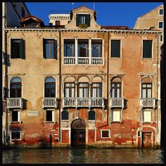 Palazzo Benzon Foscolo by albireo2006, via Flickr ~ Venezia