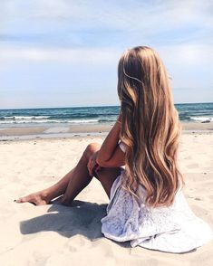 Sommerstimmung und Bikini-Tage Summer vibes and bikini days Summer vibes and bikini days mosafer - Beach Bikini Beach Poses, Beach Shoot, Summer Pictures, Beach Pictures, Insta Photo Ideas, Beach Photography, Photography Portraits, Photography Lighting, Photography Awards