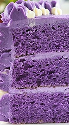 Ube cake (or Filipino purple yam cake) is unlike any cake you've had before. It's sweet and earthy and purple! A staple in any Filipino celebration. Purple Yam Cake Recipe, Taro Chiffon Cake Recipe, Ube Cupcake Recipe, Filipino Desserts, Asian Desserts, Easy Filipino Recipes, Filipino Dishes, Ube Halaya Recipe Panlasang Pinoy, Pie Cake
