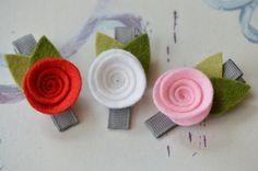 Wool Felt Flower Garland Style Headband Shades of Peach door bloomz