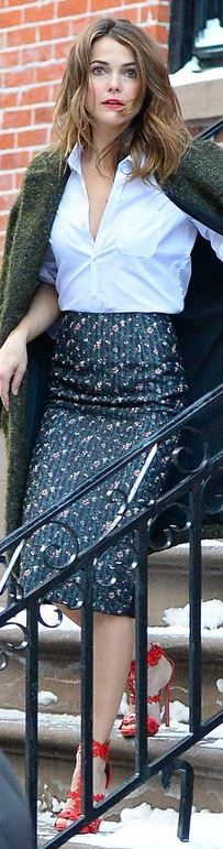 Keri Russell: Skirt – Victoria Beckham Collection  Shoes – Alaia