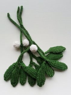 Mistletoe Knitting pattern by Squibblybups - Knitting projects Knit Christmas Ornaments, Christmas Crafts, Crochet Christmas, Xmas, Christmas Knitting Patterns, Crochet Patterns, Knitted Flowers, I Cord, Paintbox Yarn