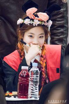 Check out Twice @ Iomoio K Pop, Kpop Girl Groups, Korean Girl Groups, Kpop Girls, Tofu, Rapper, Sana Momo, Twice Dahyun, Thing 1