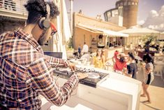 Dj playing trendy music in a open air club - People dancing and partying while the disc jockey mixes two song tracks in the console at a summer concert - stock photo Dj Music, Good Music, Dj School, Dj Packages, Top Dj, Professional Dj, People Dancing, Best Dj, Class Of 2019