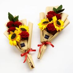 New flowers bouquet graduation 44 ideas Graduation Flowers Bouquet, Felt Flower Bouquet, Fabric Bouquet, Beautiful Bouquet Of Flowers, Diy Bouquet, Beautiful Flower Arrangements, Felt Roses, Felt Flowers, Diy Flowers