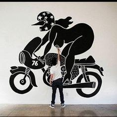 Piet Parra Nederlandse illustrator die nu de hele wereld rond reist en werk met verschillende brands en andere artiesten. hij heeft een vaste kleuren pallet waar hij mee werkt en hij heeft ook een hele eigen visuele stijl die hem uniek maakt. hij schildert zelden mensen die er normaal uit ziet. het zijn altijd vrouwen en mannen met heel veel vorm in hun lichaam en ze hebben altijd kraaien hoofden.