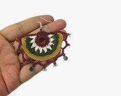 Crochet Jewelry and Accessories by Nakkashe on Etsy Crochet Flower Scarf, Crochet Yarn, Crochet Flowers, Boho Earrings, Etsy Earrings, Crochet Earrings, Crochet Jewellery, Flower Earrings, Crochet Purses