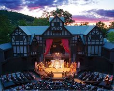 Oregon Shakespeare Festival - Ashland, OR. See Shakespeare in an outdoor Elizabethan theatre. Oregon Vacation, Oregon Travel, The Places Youll Go, Places To Go, Elizabethan Theatre, Elizabethan Era, Shakespeare Festival, Shakespeare Theatre, Shakespeare Plays