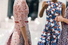 Carolina Herrera Pré Fall 2015: Vestidos de festa elegantes com muita cor e estampados Image: 10