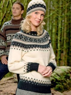Rundstrikket, rundfelt damegenser S-XL. Knitting Projects, Knitting Patterns, Icelandic Sweaters, Chrochet, Cowl Neck, Color Combinations, Christmas Sweaters, Knitwear, Clothes