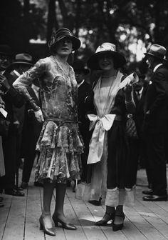 more 1920's fashion??