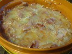 Harzer Käse in Würfel schneiden, mit Eiklar, Gewürzen und Ketchup zuckerfrei für 3-4 Min. bei 600 Watt in die Mikrowelle. Viel Eiweiß, fast keine Kohlenhydrate - LOW CARB.