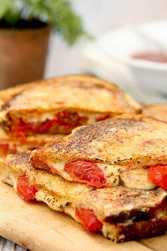 This Inside Out Grilled Cheese with Tomato has cheese and tomato on the inside and a wonderful crispy coating of cheese on the outside.
