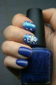 Top 10 DIY Winter Nail Art - pretty #nails for #Christmas