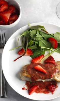 Mahi Mahi with Strawberry Sauce is a delicious and healthy meal with @Flastrawberries. Brings a taste of summer into your kitchen no matter how cold it may be! #SundaySupper recipe with #FLStrawberry.