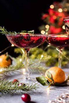 poinsettia spritz punch - a vodka, cranberry & champagne cocktail that makes a great punch for holiday parties! Cranberry Cocktail, Champagne Cocktail, Cocktail Drinks, Cocktail Recipes, Cranberry Juice, Pomegranate Juice, Grapefruit Juice, Party Drinks, Cucumber Cocktail