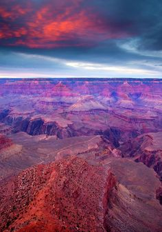✯ Dusk descends over the Grand Canyon on a stormy November Evening