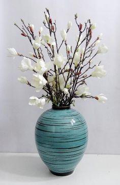 Niche Decor, Art Niche, Room Decor, Table Flowers, Flower Vases, Flower Art, Faux Flower Arrangements, Big Vases, Arte Floral