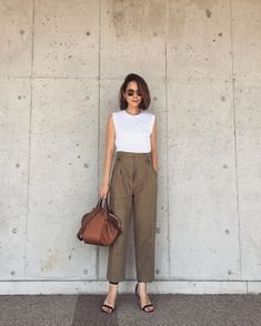 90 Sophisticated Work Attire and Office Outfits for Women to Look Stylish and Chic - Lifestyle State Casual Work Outfits, Work Attire, Simple Outfits, Classy Outfits, Simple Office Outfit, Summer Office Outfits, Club Outfits, Look Fashion, Fashion Outfits